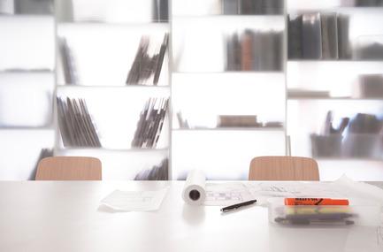 Press kit | 1113-05 - Press release | la Shed - la SHED architecture - Architecture commerciale - Détail paroi de verre givré - Photo credit: Maxime Brouillet