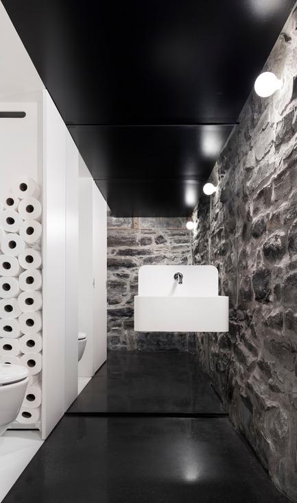 Press kit | 1113-05 - Press release | la Shed - la SHED architecture - Architecture commerciale - Salle de toilette - Photo credit: Maxime Brouillet