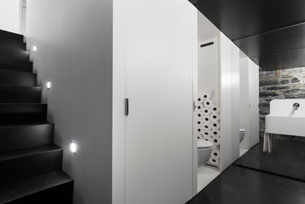 Press kit | 1113-05 - Press release | la Shed - la SHED architecture - Commercial Architecture - Washroom - Photo credit: Maxime Brouillet