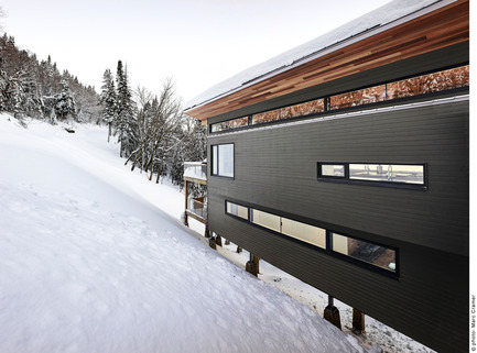 Press kit | 2054-01 - Press release | Laurentian Ski Chalet - RobitailleCurtis - Residential Architecture - Partial view of entry facade - Photo credit: Marc Cramer