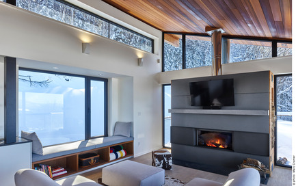 Press kit | 2054-01 - Press release | Laurentian Ski Chalet - RobitailleCurtis - Residential Architecture - Detail view of living room with small bay windowseat - Photo credit: Marc Cramer