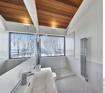 Press kit | 2054-01 - Press release | Laurentian Ski Chalet - RobitailleCurtis - Residential Architecture - Master bathroom - shower with a view - Photo credit: Marc Cramer