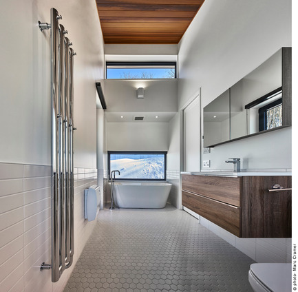 Press kit | 2054-01 - Press release | Laurentian Ski Chalet - RobitailleCurtis - Residential Architecture - Master Bathroom - Photo credit: Marc Cramer