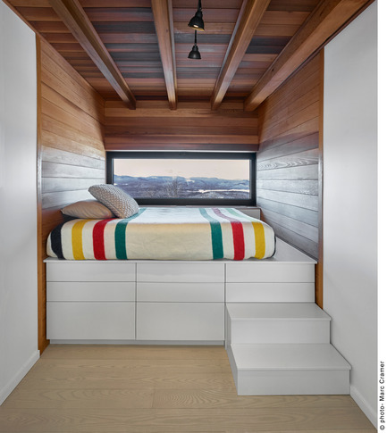 Press kit | 2054-01 - Press release | Laurentian Ski Chalet - RobitailleCurtis - Residential Architecture - Kid's bedroom with custom built-in bed designed by RobitailleCurtis - Photo credit: Marc Cramer