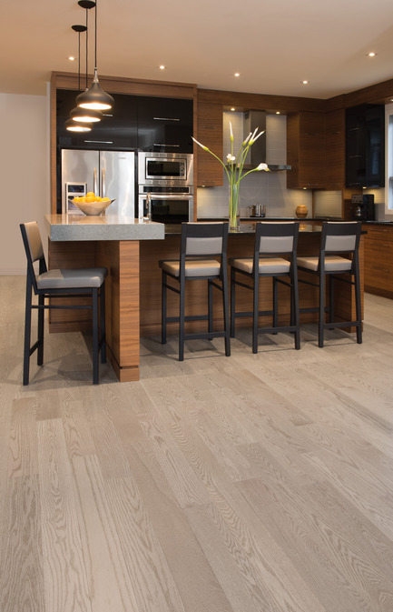 Press kit | 1639-04 - Press release | Rio and Havana: hot new colors from Mirage Hardwood Flooring - Mirage Hardwood Floors - Residential Interior Design -  Red Oak Rio - Admiration Collection<br>  - Photo credit:   Mirage Hardwood Floors