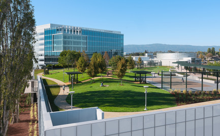 Press kit | 2041-01 - Press release | Silicon Valley's Newest Rooftop Park Brings Workplace Amenities to New Heights - DES Architects + Engineers - Landscape Architecture - Moffett Place High Garden - Photo credit: Gregory Cortez