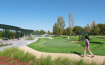 Press kit | 2041-01 - Press release | Silicon Valley's Newest Rooftop Park Brings Workplace Amenities to New Heights - DES Architects + Engineers - Landscape Architecture - Putting Green - Photo credit: Gregory Cortez