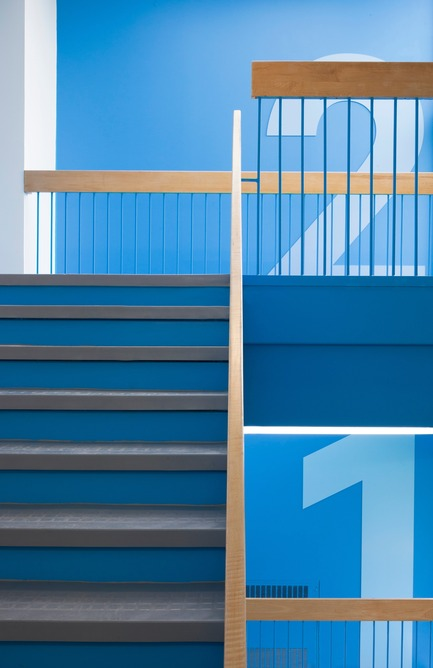 Press kit | 1299-01 - Press release | Sainte-Anne Academy, the school of tomorrow - Taktik design - Institutional Architecture - Principal stairway - Photo credit: Maxime Brouillet