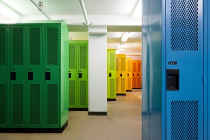 Press kit | 1299-01 - Press release | Sainte-Anne Academy, the school of tomorrow - Taktik design - Institutional Architecture - Locker room - Photo credit: Maxime Brouillet