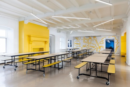 Press kit | 1299-01 - Press release | Sainte-Anne Academy, the school of tomorrow - Taktik design - Institutional Architecture - Yellow cafeteria - Photo credit: Maxime Brouillet