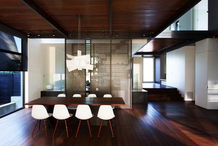 Dossier de presse | 720-08 - Communiqué de presse | Coupée Croisée - YH2 - Architecture résidentielle - Crédit photo : Francis Pelletier
