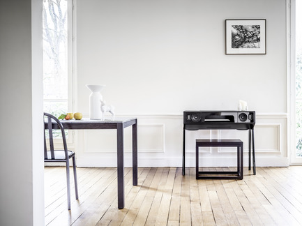 Dossier de presse | 2075-01 - Communiqué de presse | La Boite concept's LP 160 awarded by a Red Dot Design Award - La Boite concept - Product - La Boite concept LP 160 with black lacquered legs - lifestyle 1 - Crédit photo : David Meignan