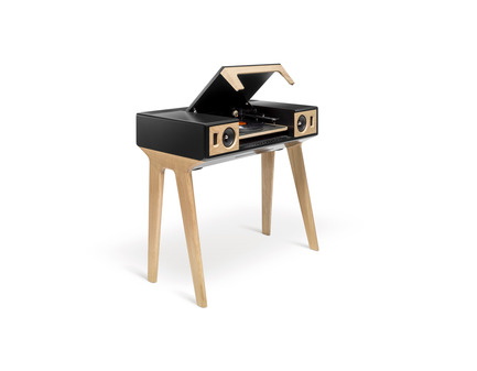 Dossier de presse | 2075-01 - Communiqué de presse | La Boite concept's LP 160 awarded by a Red Dot Design Award - La Boite concept - Product - La Boite concept LP 160 solid oak-tree packshot - Crédit photo : David Meignan