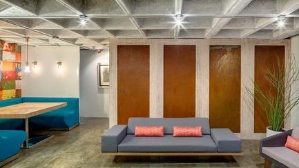 Dossier de presse | 1825-03 - Communiqué de presse | Hegel Apartment - Arqmov Workshop - Design d'intérieur résidentiel - Dining room & Living room - Crédit photo : Rafael Gamo