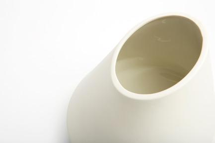 Press kit   2095-01 - Press release   Seismographic Vases - dua - Product - dua, Seismoraphic Vase, Italy - Photo credit: Tanja Evers