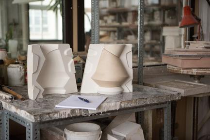 Press kit   2095-01 - Press release   Seismographic Vases - dua - Product - dua Seismographic Vases, production - Photo credit: Alexander Esslinger