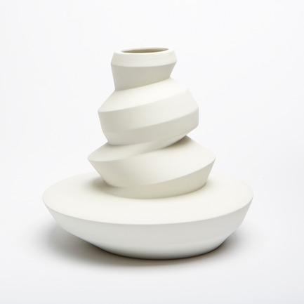 Press kit | 2095-01 - Press release | Seismographic Vases - dua - Product - dua, Seismographic Vase, New Zealand - Photo credit: Tanja Evers