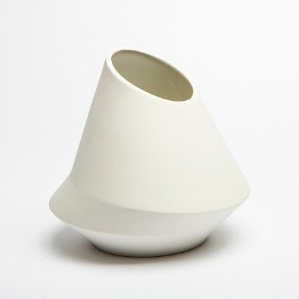 Press kit | 2095-01 - Press release | Seismographic Vases - dua - Product - dua, Seismographic Vase, Italy - Photo credit: Tanja Evers
