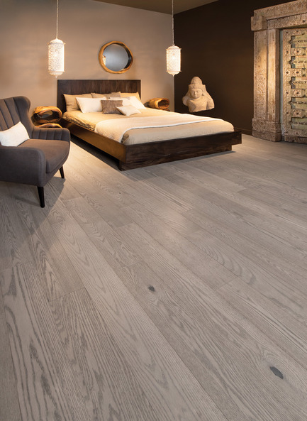 Press kit | 1639-05 - Press release | New colorsand speciescome to the Mirage Sweet Memories Collection - Mirage Hardwood Floors - Residential Interior Design -  Handcrafted Red Oak, Treasure - Sweet Memories Collection  - Photo credit: Mirage Hardwood Floors