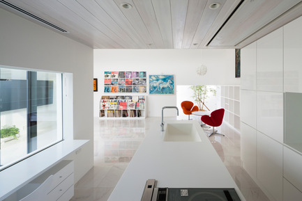 Press kit | 875-02 - Press release | The House for Contemporary Art / Award-winning project - Ryumei Fujiki + Yukiko Sato / F.A.D.S - Residential Architecture - Living/dining area viewed from kitchen  - Photo credit:  Hiroshi UEDA