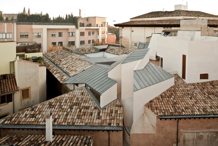 Press kit | 1830-04 - Press release | FAD to Architecture and Interior Design Awards Finalists 2016 - FAD - Fostering Arts and Design - Competition - Category: Architecture<br> <br> Casal Balaguer Cultural Center<br> Unió, 3   <br> Palma de Mallorca, Balearic Islands (Spain)<br>                            <br> Authors:            <br> Eva Prats, Ricardo Flores, architects (Flores & Prats)          <br> Sé Duch, Xisco Pizá, architects (Duch-Pizà)<br> Building engineer: Anastasio de la Peña          <br> Engineer: Fernando Purroy - Photo credit: Adrià Goula