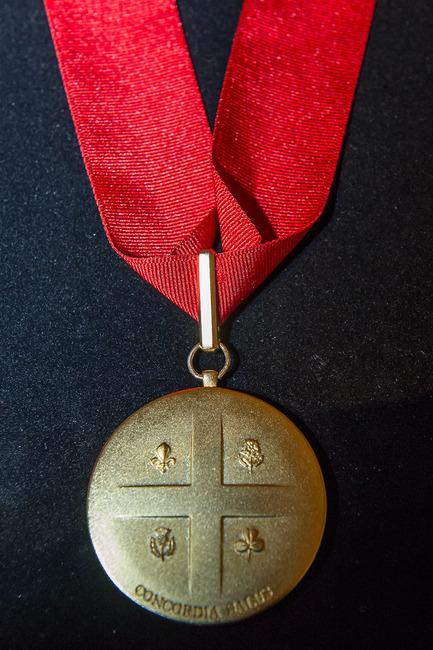 Press kit | 562-64 - Press release | Legacy of Montréal's 375th anniversary - Montréal introduces honourary order to recognize exceptional citizens - City of Montréal - Industrial Design - Medal prototype -reverse - Photo credit: Denis Labine, Ville de Montréal