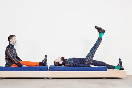 Dossier de presse | 2040-01 - Communiqué de presse | Atelier Sauvage - Le nouveau duo français d'artisans designers - Atelier Sauvage - Produit - Canapé méridienne - Crédit photo :  Laura Bonnefous