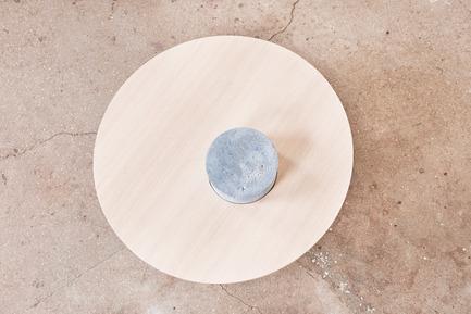 Dossier de presse | 2040-01 - Communiqué de presse | Atelier Sauvage - Le nouveau duo français d'artisans designers - Atelier Sauvage - Produit - Table basse béton - Crédit photo :  Laura Bonnefous