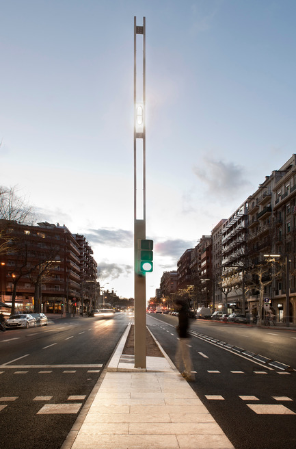 Press kit | 1830-05 - Press release | 2016 ADI Awards Finalists - ADI-FAD (Association of Industrial Design) - Industrial Design - Finalists Delta Awards<br><br>Col·lumna Paral·lel Barcelona<br> Design studio: Àrea Metropolitana de Barcelona (AMB)<br> Company: Philips Lighting<br> - Photo credit: AMB