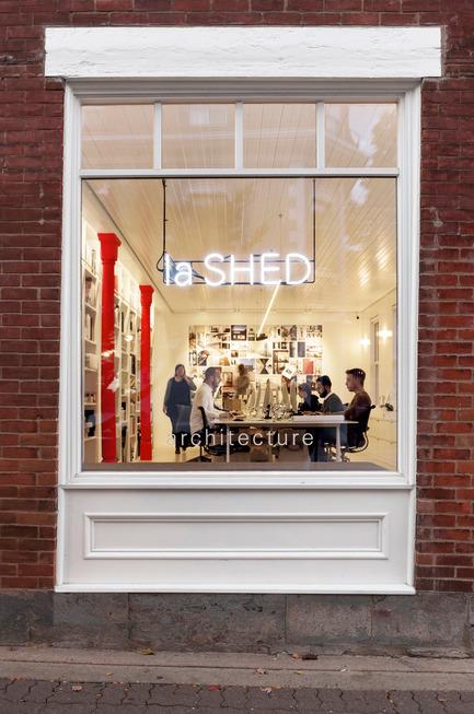 Dossier de presse | 1113-05 - Communiqué de presse | la Shed - la SHED architecture - Architecture commerciale - Vue de la rue - Crédit photo : Maxime Brouillet