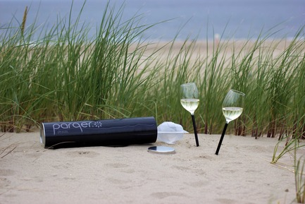 Press kit | 2096-01 - Press release | Parqer - The wine glass for outdoor use - Parqer Glass - Product -  Parqers are multipurpose packed per two in a durable plastic case suited for home and on the go. - Photo credit:  Florent Gatin