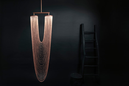 Press kit | 2110-01 - Press release | Larose Guyon's new lighting fixtures collection /Les Ateliers Guyon's new hanging chair - Larose Guyon - Lighting Design - Otéro - Large / Lighting fixture / Larose Guyon - Photo credit: Larose Guyon