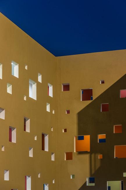 Dossier de presse | 1432-01 - Communiqué de presse | Studios 18 - Sanjay Puri Architects - Residential Architecture - CORRIDOR DETAIL - Crédit photo : Vinesh Gandhi