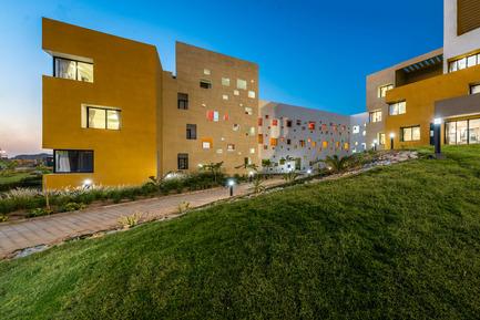 Dossier de presse | 1432-01 - Communiqué de presse | Studios 18 - Sanjay Puri Architects - Residential Architecture - SOUTH VIEW - F & D BLOCK - Crédit photo :  Vinesh Gandhi