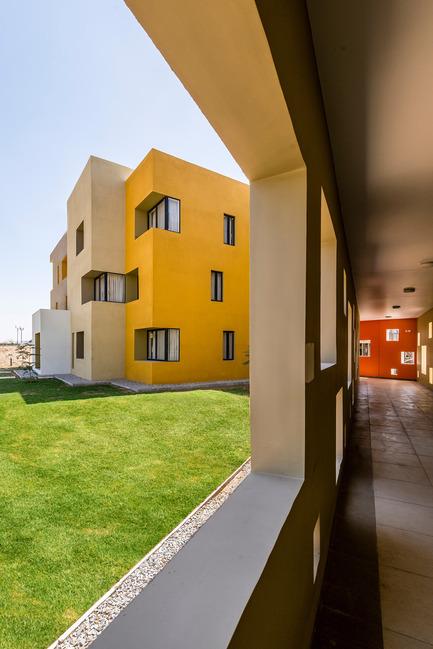 Dossier de presse | 1432-01 - Communiqué de presse | Studios 18 - Sanjay Puri Architects - Residential Architecture - VIEW FROM THE CORRIDOR - Crédit photo : Vinesh Gandhi