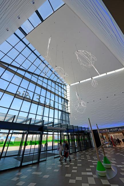 Dossier de presse | 896-05 - Communiqué de presse | Les Eléis, un centre commercial entre ciel et mer - Arte Charpentier Architectes & CALQ Architecture - Architecture commerciale - Crédit photo : Alain Caste