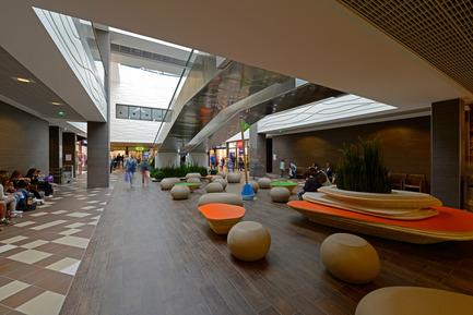 Press kit | 896-05 - Press release | Les Eléis, a shopping centre between sea and sky - Arte Charpentier Architectes & CALQ Architecture - Commercial Architecture - Photo credit: Alain Caste