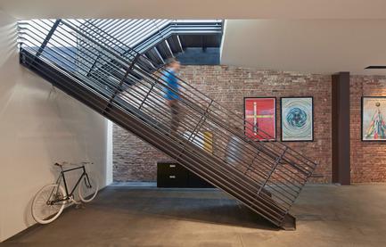 Dossier de presse | 1891-02 - Communiqué de presse | Hybrid Design - Terry & Terry Architecture - Commercial Architecture - detail of stair shaft - Crédit photo : Bruce Damonte