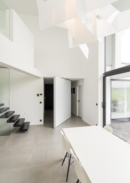 Press kit | 2163-01 - Press release | Pivoting Room Divider - ANYWAY doors - Product - Modern pivot door with central axis pivoting hinge - Photo credit: ANYWAYdoors - Photographer Koen Dries