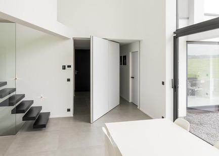 Press kit | 2163-01 - Press release | Pivoting Room Divider - ANYWAY doors - Product - Modern pivot doorwith central axis 360°pivoting hinge - Photo credit: ANYWAYdoors - Photographer Koen Dries