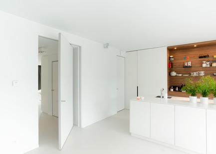 Press kit | 2163-01 - Press release | Pivoting Room Divider - ANYWAY doors - Product - Modern pivot doorwith offset axis 180°pivoting hinge - Photo credit: ANYWAYdoors - Photographer Koen Dries