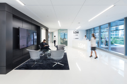 Press kit | 2073-01 - Press release | DIALOG awarded 'Best Tenant Improvement' for LGM's Vancouver Head Office - DIALOG - Commercial Interior Design - LGM's office reception <br> - Photo credit: Ema Peter<br>