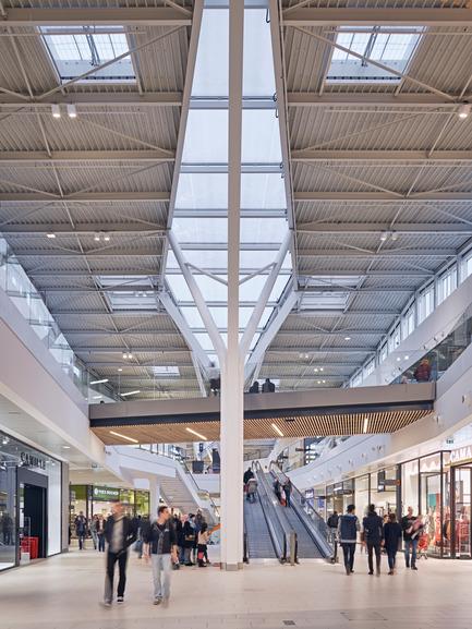 Press kit | 896-09 - Press release | Les Saisons - Arte Charpentier Architectes - Commercial Architecture - Photo credit: Epaillard+Machado