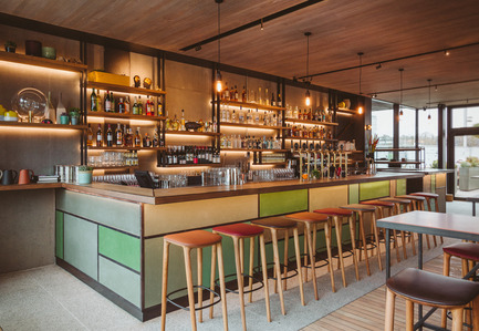 Press kit | 1124-09 - Press release | WIN Awards - Hospitality Shortlist Announced - World Interiors News - Commercial Interior Design - WIN Awards 2016 - Bars Category:&nbsp;The Lighterman by Open House London (United Kingdom)<br><br>The Lighterman is a 10,200 sq. ft brand new pub, dining room and bar located on Granary Square, King's Cross. The venue opened in March 2016 and offers three floors of all-day dining and drinking, with outside seating on Regent's Canal towpath, Granary Square and a wraparound terrace at first floor level, commanding superb views over King's Cross.The owners wanted to create a series of distinctive warm and inviting spaces for the local and diverse demographic, ranging from the casual creative art student to the more formal corporate and professional customer.<br><br>'An elegant and yet relaxed space.' LG&nbsp;<br><br>'The designers have overcome the challenge of creating warmth in an open plan space with the use of lighting and materials.' MA<br> - Photo credit: Open House London