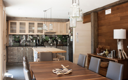 Press kit | 837-17 - Press release | Showcase of Excellence in Green Building at the Reford Gardens - Jardins de Métis / Reford Gardens - Residential Architecture -  Dining room and kitchen  - Photo credit: Marjelaine Sylvestre