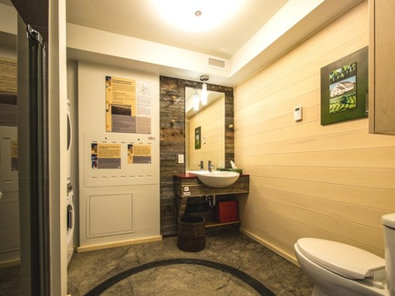 Press kit | 837-17 - Press release | Showcase of Excellence in Green Building at the Reford Gardens - Jardins de Métis / Reford Gardens - Residential Architecture -  Bathroom  - Photo credit: Louise Tanguay