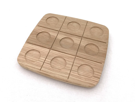 Press kit | 2155-01 - Press release | WOODY Tic Tac Toe - Drinking set - ROKdesign + AG Cerámica - Product - Beech tray Tic-Tac-Toe shapes - Photo credit: Antón García