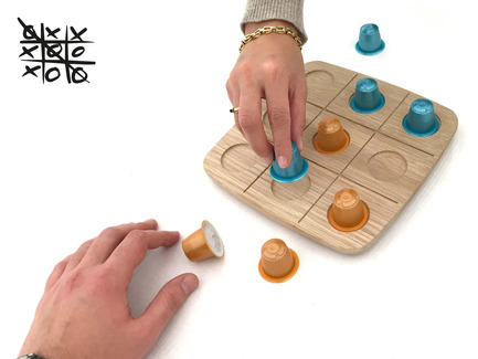 Press kit | 2155-01 - Press release | WOODY Tic Tac Toe - Drinking set - ROKdesign + AG Cerámica - Product - Tic-Tac-Toe game - Photo credit: Antón García