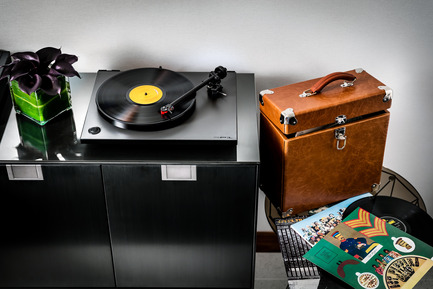 Press kit | 2065-01 - Press release | 'The Owner's Suite Collection' is Unveiled   at Fairmont Pacific Rim in Vancouver, Canada - Fairmont Pacific Rim - Commercial Interior Design - Vinyl Music Experience - Photo credit: Fairmont Pacific Rim