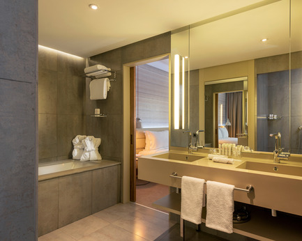 Press kit | 2177-01 - Press release | Atelier Pod Designed the Guest Rooms of the New Radisson Blu in Marrakech - Atelier Pod - Commercial Interior Design - Radisson Blu Marrakech_Junior Suite Bathroom - Photo credit: Atelier Pod